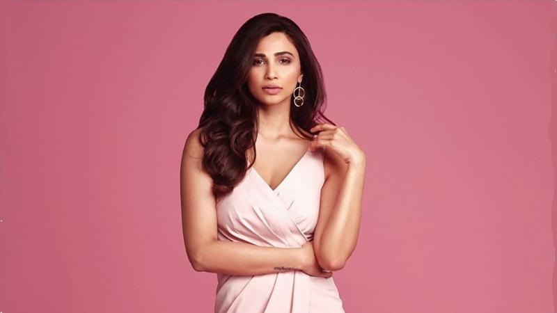 Daisy Shah is in Top 10 worst actress in bollywood list