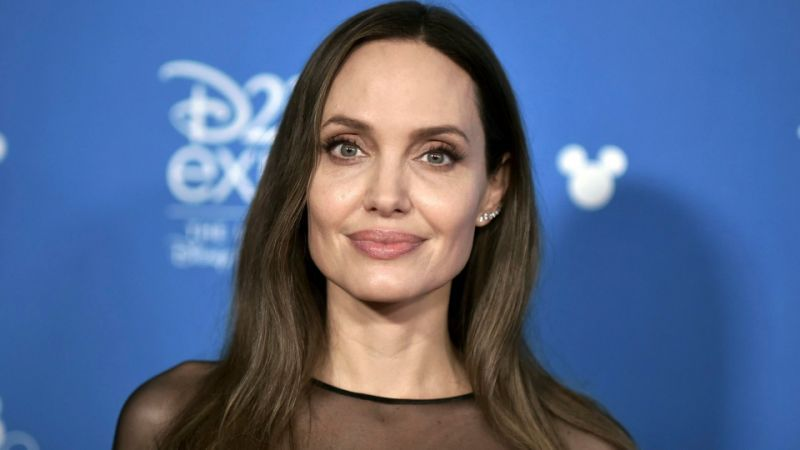 Angelina Jolie is the Hottest Hollywood Actresses
