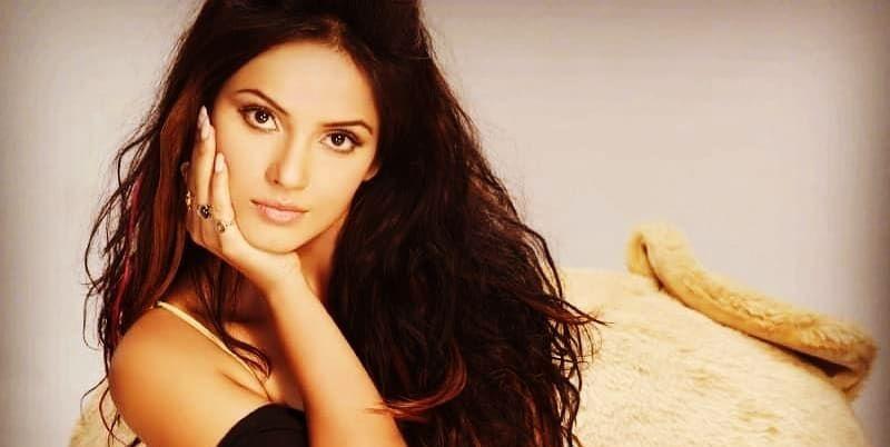 Neetu Chandra is one of the most beautiful actresses of bihar