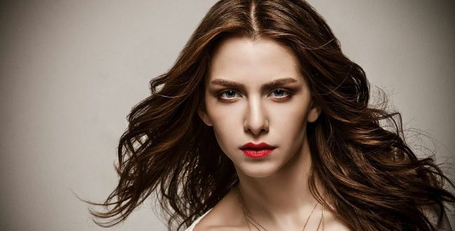 EzgiAsaroglu is one of the Most Beautiful Turkish Actresses